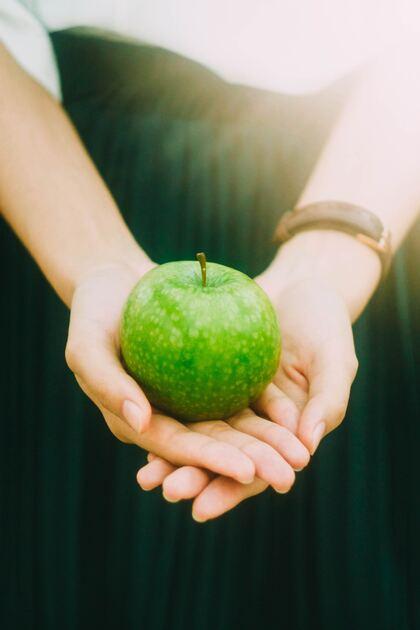 offrir une pomme toujours verte