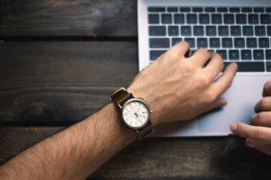 comment faire connaître son blog en regardant sa montre