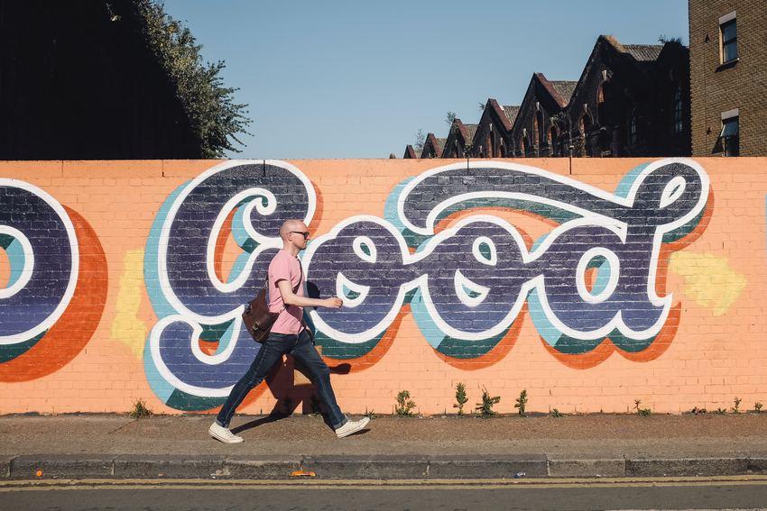 avancer et marcher avec de good vibes