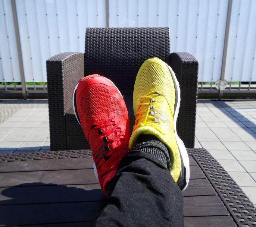 une chaussure jaune et une rouge pour se démarquer